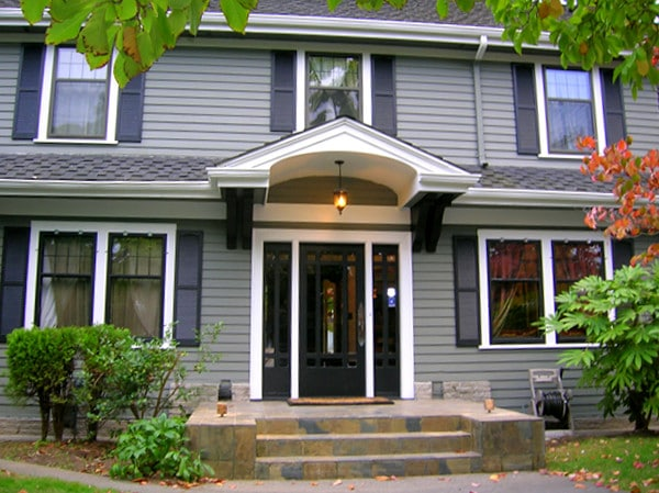 Exterior house painting in Seattle by Armadillo Painting